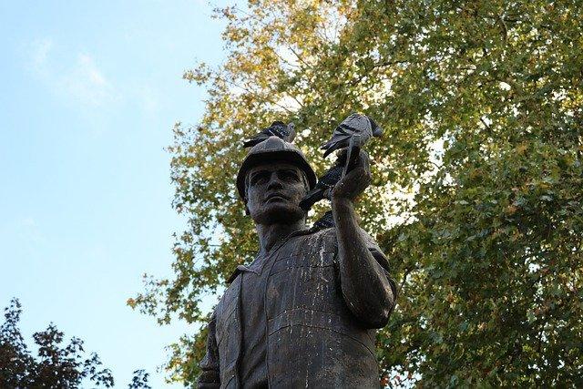 statue london pigeon